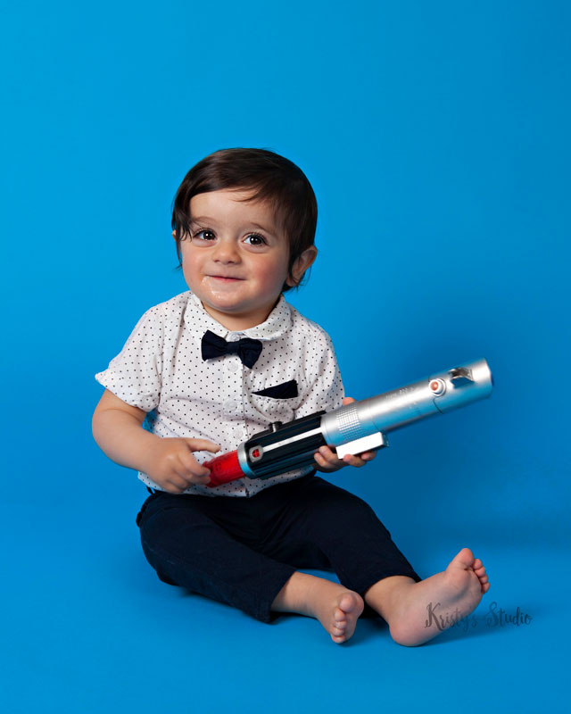 Cake-Smash-boy-laser-gun-blue Baby Photography Sydney