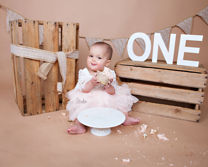 Cake-Smash-girl-brown-rustic-wooden Baby Photography Sydney