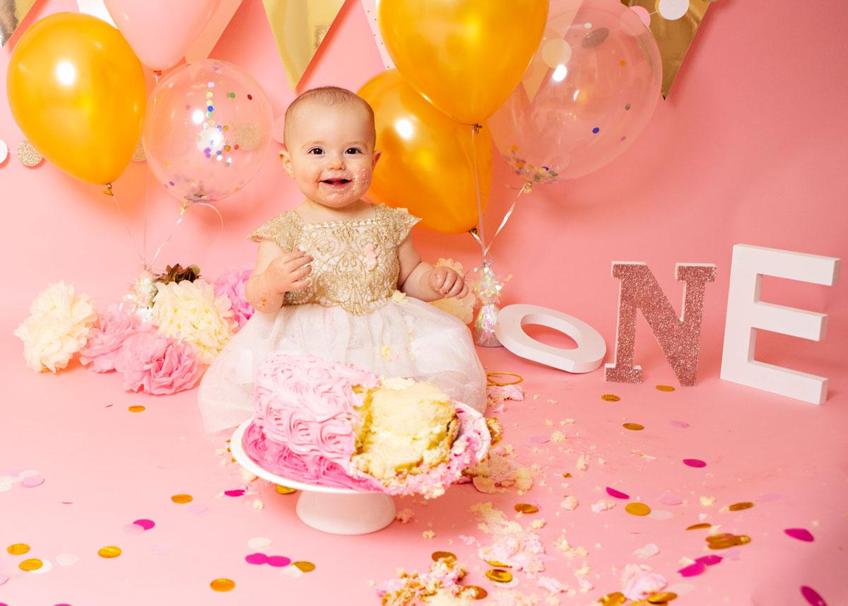 Pink-girl-cake-smash-gold-white