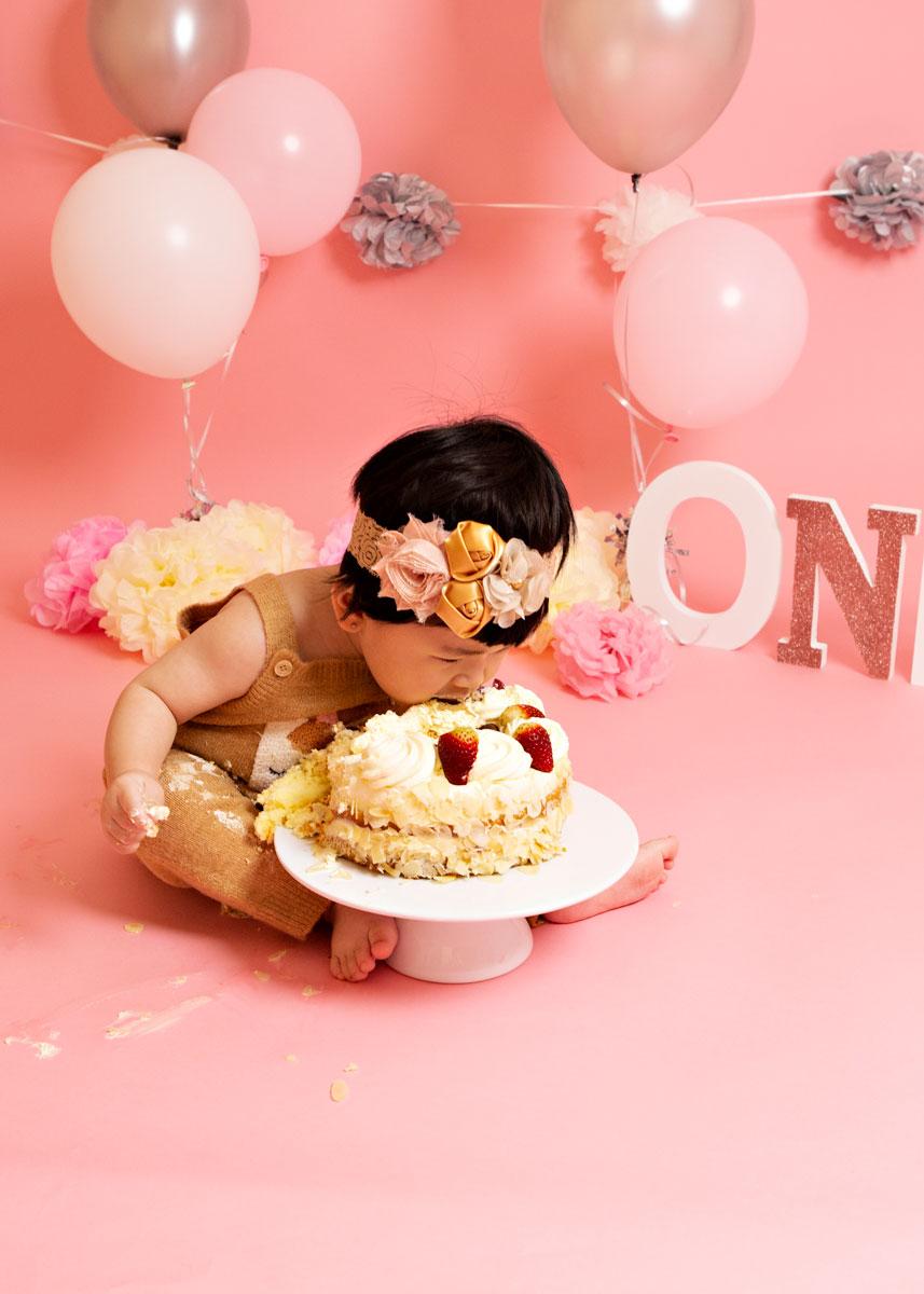 Pink-girl-cake-smash-silver