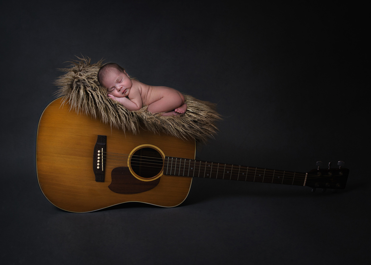 newborn-girl-on-guitar