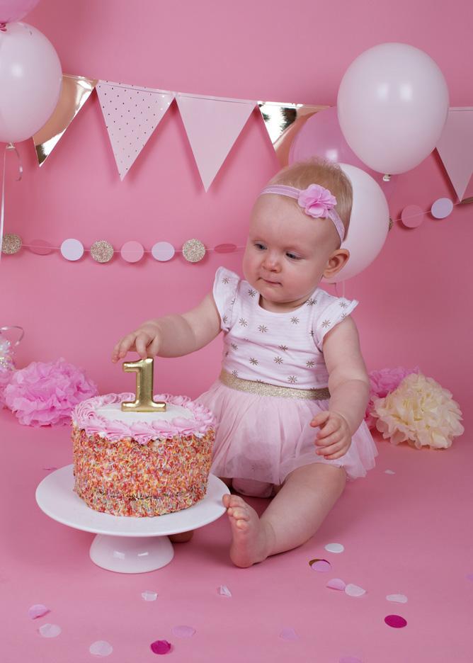 cake-smash-pink-white-and-gold-baby-girl