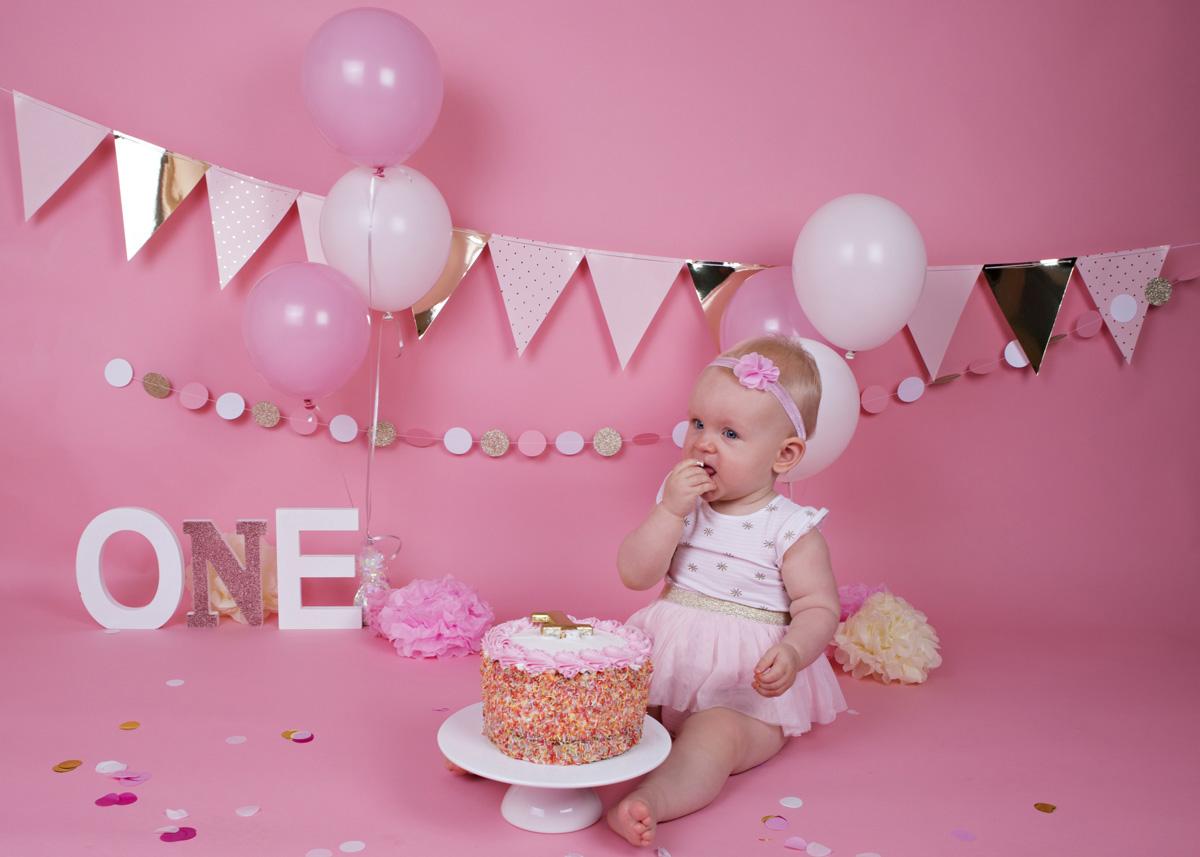 cake-smash-pink-white-and-gold-baby-girl-2