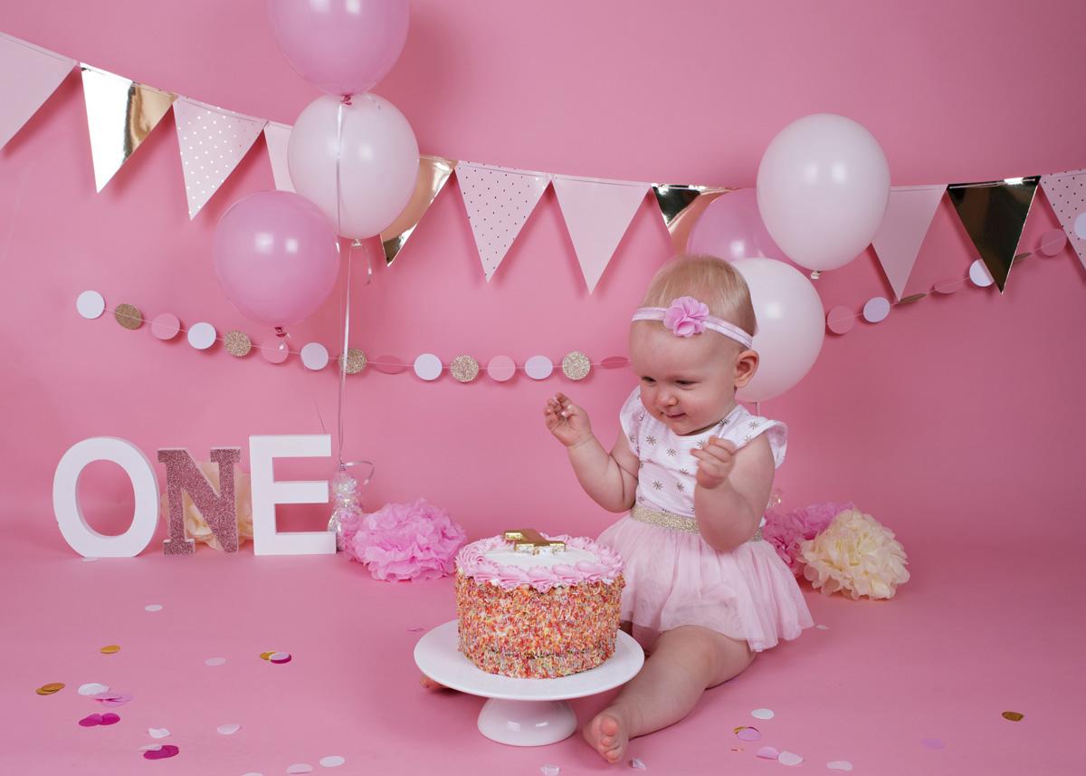cake-smash-pink-white-and-gold-baby-girl-3