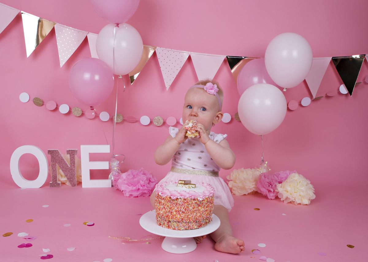 cake-smash-pink-white-and-gold-baby-girl-4