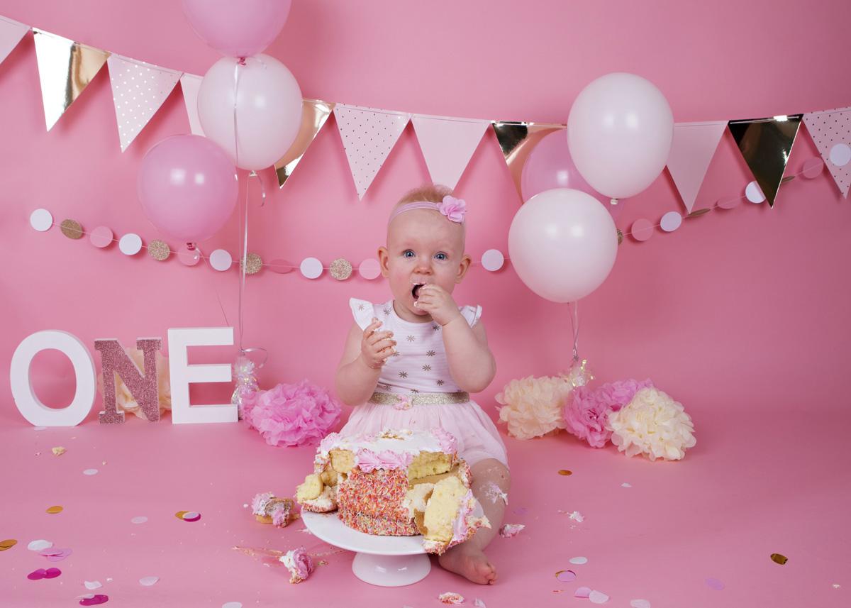 cake-smash-pink-white-and-gold-baby-girl-5