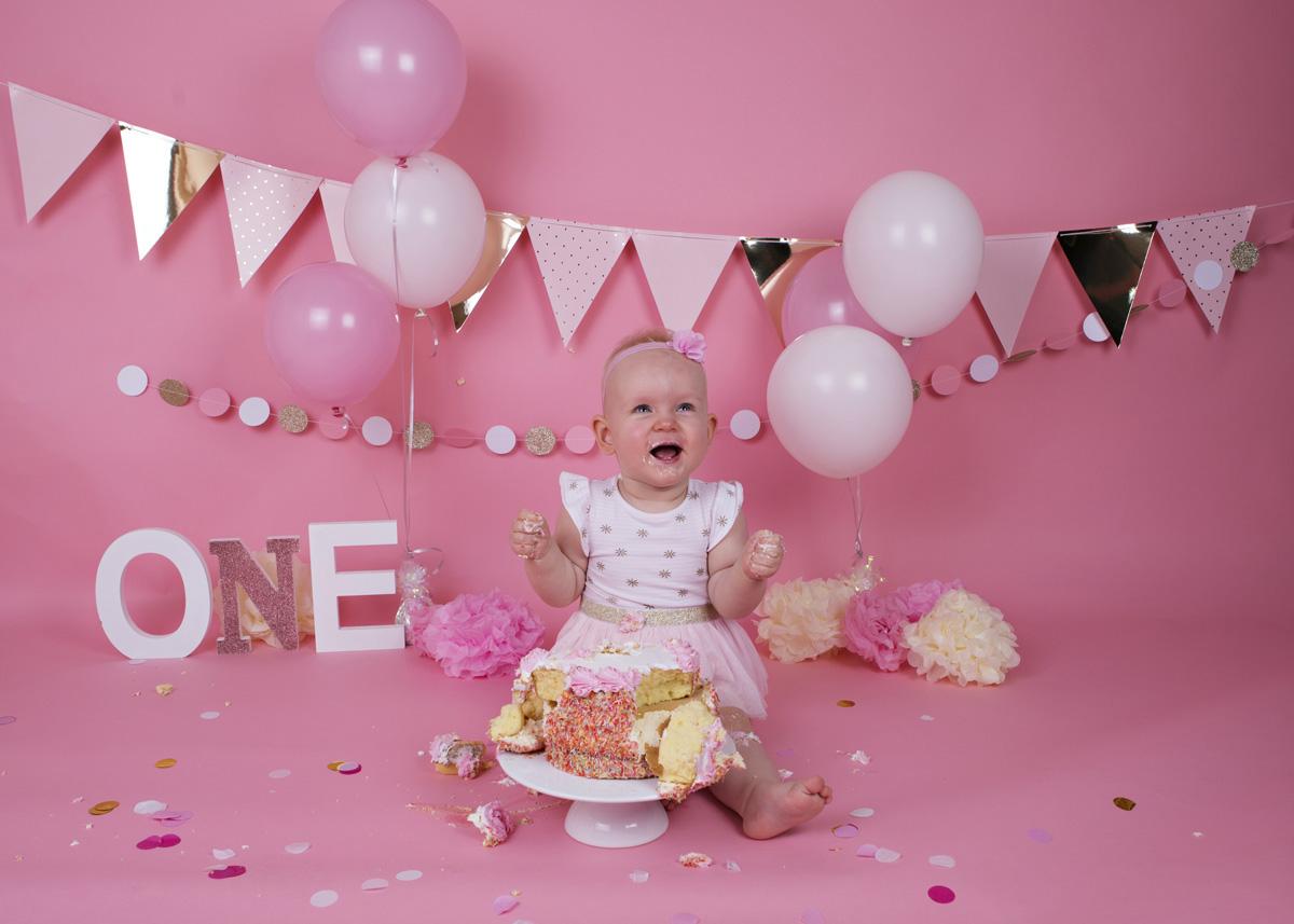 cake-smash-pink-white-and-gold-baby-girl-6