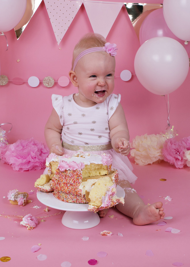 cake-smash-pink-white-and-gold-baby-girl-7