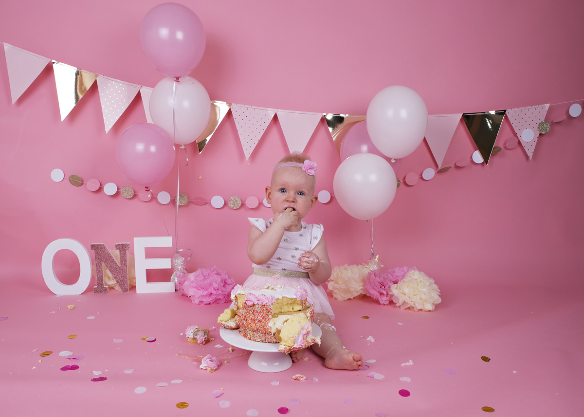 cake-smash-pink-white-and-gold-baby-girl-8