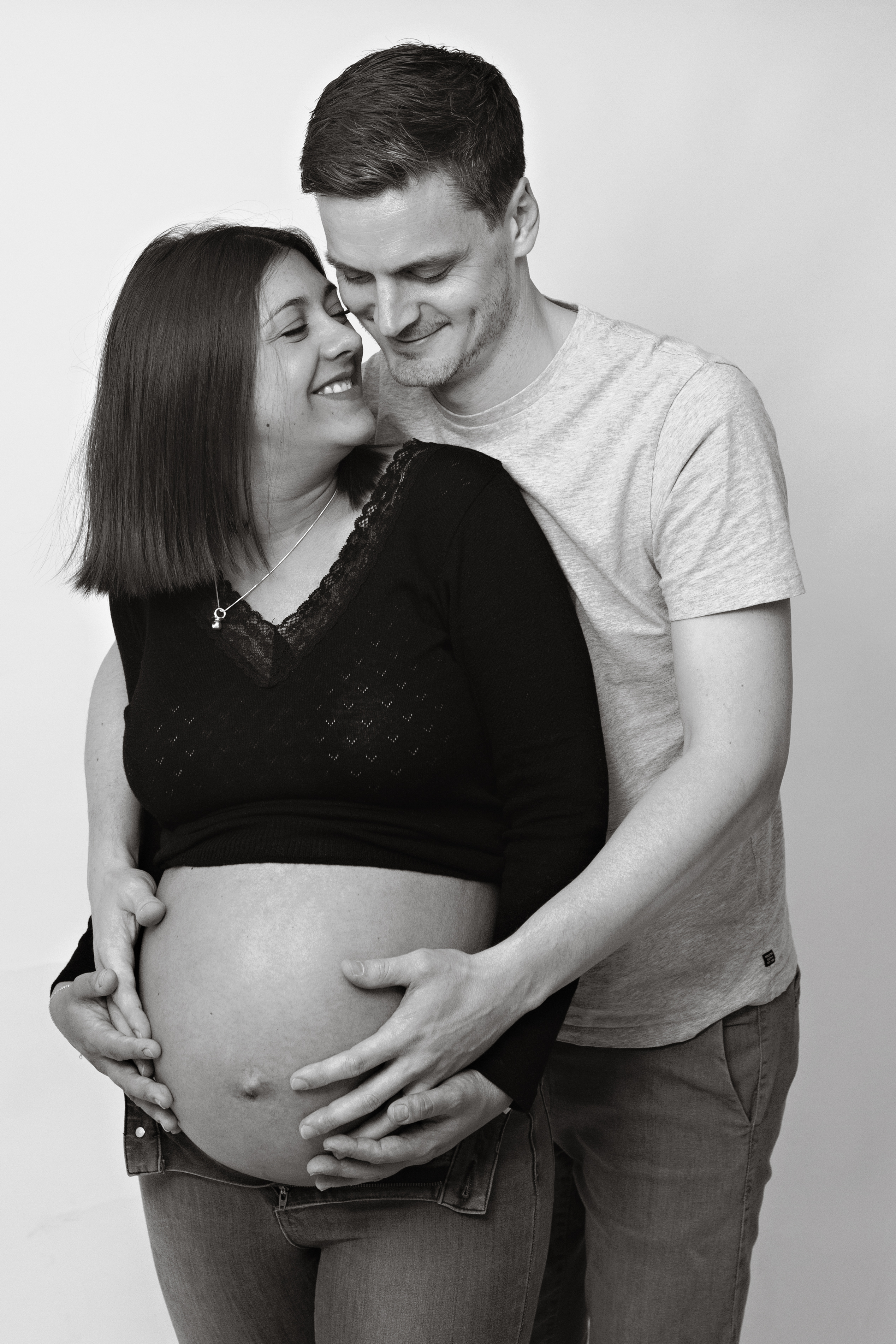 pregnant-lady-and-father-black-and-white-2
