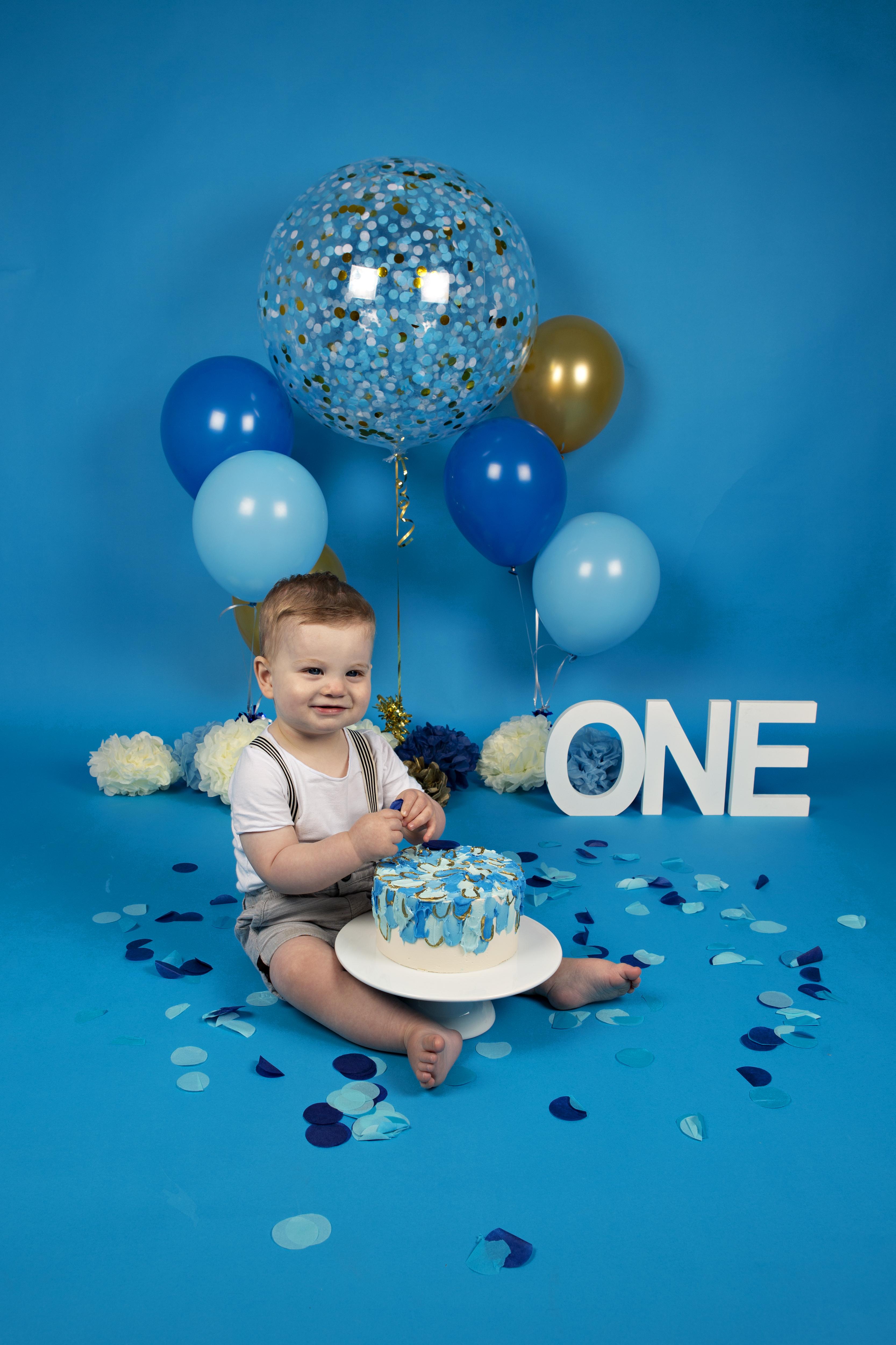 cake-smash-sitter-boy-blue-2